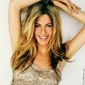 Jennifer Aniston далайн эрэг дээр